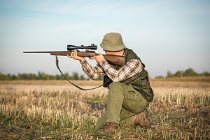 man-hunting-gun-rifle-medium